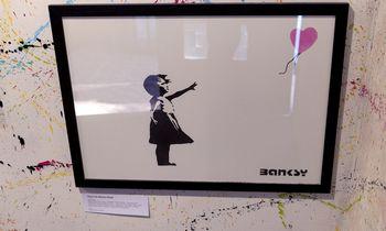 Išrikiavo brangiausius Banksy darbus