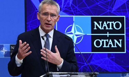 J. Stoltenbergas: NATO bendradarbiaus sprendžiant klausimą dėl nelegalios migracijos į ES