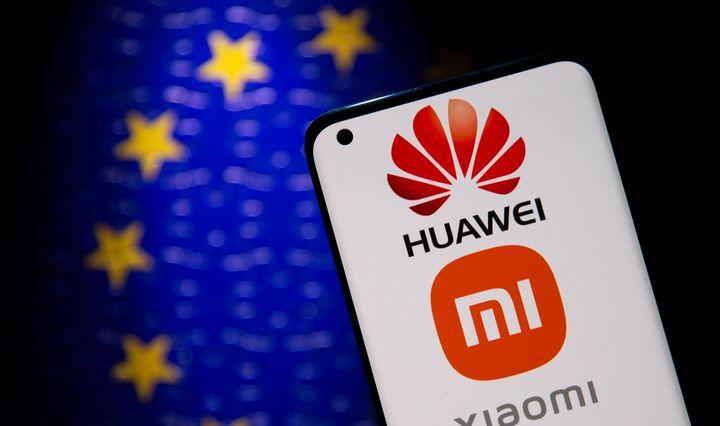 Grupė europarlamentarųkreipėsi į EK dėl kiniškų išmaniųjų telefonų saugumo