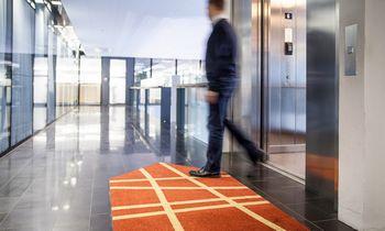 Atsakingas biuro įvaizdis: kilimėliai iš perdirbto plastiko