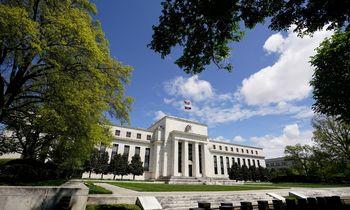 FED:tiekimo kliūtys ir darbo jėgos stygius sulėtino JAV ekonomikos augimą