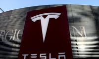 """""""Tesla"""" pelnas nustebino, pajamos nuvylė"""