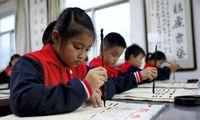 Kinija priėmė įstatymą, skirtą sumažinti krūvį moksleiviams