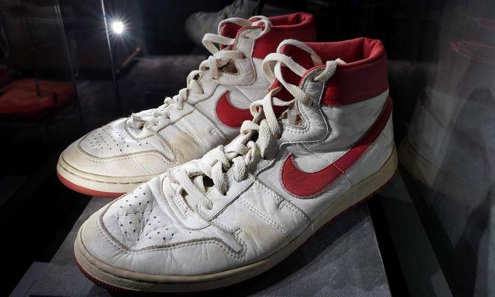 Aukciono rekordas: M. Jordano sportiniai bateliai
