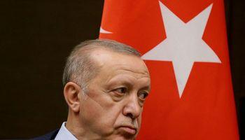 Turkijos lira garma į naujas žemumas