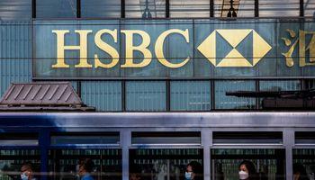 HSBC 74% didino pelną, pranoko lūkesčius, ketina supirkti akcijų už 2 mlrd. USD