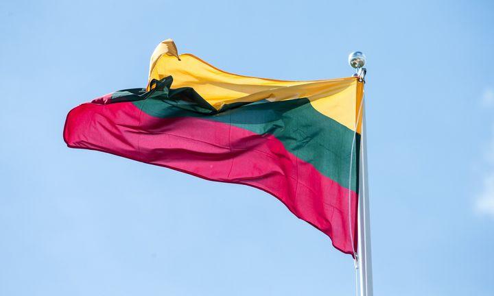 Į Lietuvą atvežta kosmose pabuvusi trispalvė
