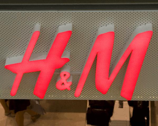 """H&M: """"Hennes & Mauritz"""" parduotuvė, prekybos tinklas, mada, mažmeninė prekyba"""
