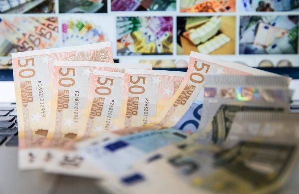 Valiutų kursai: valiutos, valiutų rinka, valiutos vertė užsienio valiutų atžvilgiu